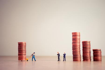 Zahlung von Schulden. Geschäfts- und Geldkonzept.