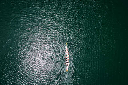 A Dragon boat training session on a lake. Overhead view Standard-Bild