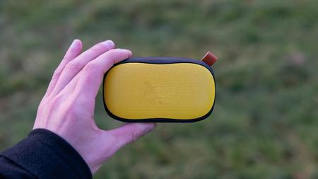 Portable yellow wireless music speaker 版權商用圖片