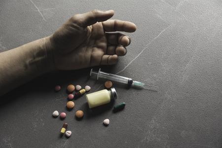 Overdose di pillola e concetto di dipendenza