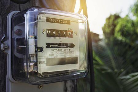 Compteur d'énergie électrique mesurant la consommation d'énergie. Outil de mesure de compteur électrique wattheure avec espace de copie.