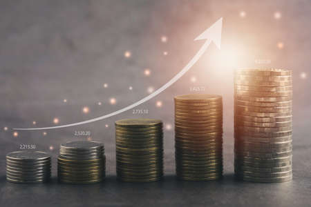 Saving money concept with money coin stack growing for business. financial and accounting concept. 免版税图像