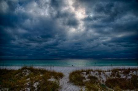 Regen am Strand Standard-Bild - 17664023
