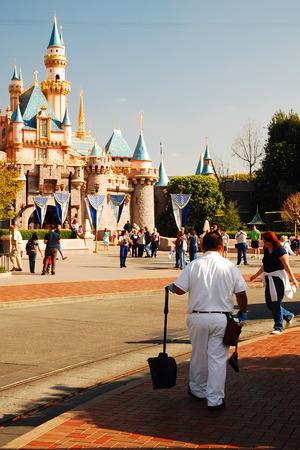 disneyland: Disneyland Clean Up
