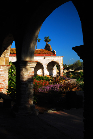 establishes: Courtyard of Mission San Juan Capistrano, one of many missions establishes by Juniperro Serra in California Stock Photo