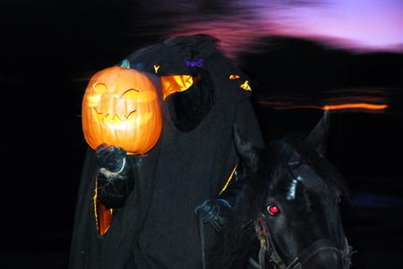 uomo a cavallo: The Headless Horseman Rides again at Sleepy Hollow, NY