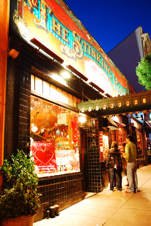 the stinking: Patrons Enter The Stinking Rose, a Popular Italian Restaurant in San Franciscos North Beach Editorial