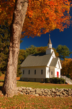 가을에 뉴 잉글랜드 예배당 스톡 콘텐츠