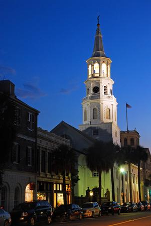 St. Michaels Church in der Dämmerung, Charleston Standard-Bild - 74875567
