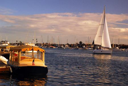 Sailboat on a Superb Day in Balboa Harbor, Newport, California Banco de Imagens