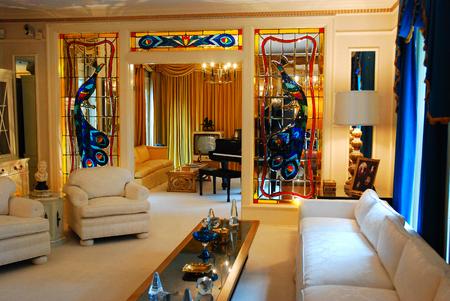 Elvis Presley's living room in Granceland Imagens - 121806277