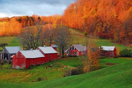 Una escena rural de Vermont a finales del otoño