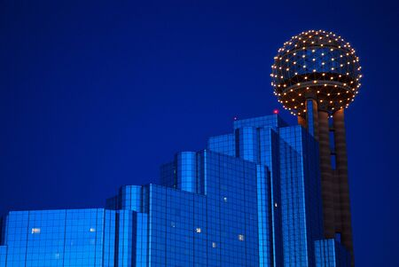 The Reunion Tower and Hyatt Hotel at Dusk, Dallas 報道画像