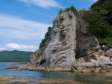 far east: Una muy peque�a bah�a entre las piedras de fantas�a. Petrova litoral de la isla - perla de la naturaleza reserva estatal Lazovsky. Extremo Oriente ruso, Primorye.