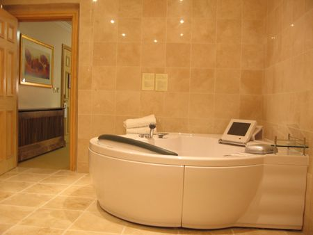 5 star rest room - tub