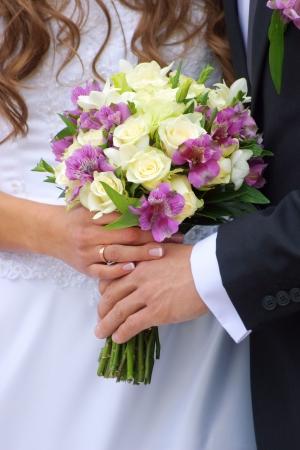 Paar met bruidsboeket