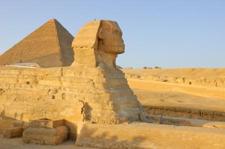 Sphinx en Egyptische piramide Stockfoto