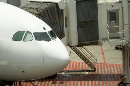 docked: Un plano atracado en el aeropuerto