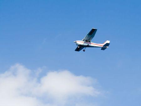 pilotos aviadores: Un avi�n privado en el cielo