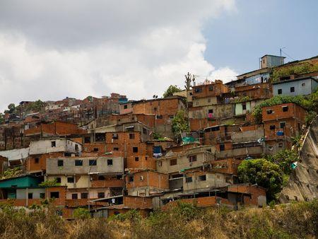 krottenwijk: Foto's van Venezuela huizen in arme wijken Stockfoto
