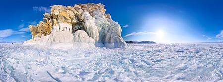 Cilindrische panorama Kaapse shaman op het eiland Olkhon, Baikalmeer. Stockfoto
