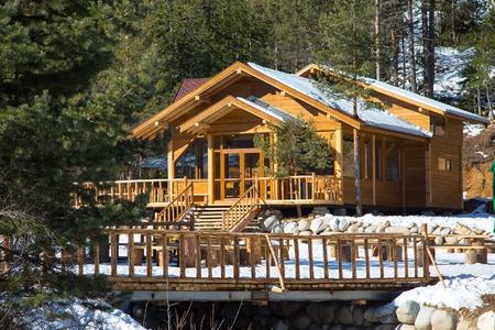 Wooden alpine chalet in the mountains Standard-Bild