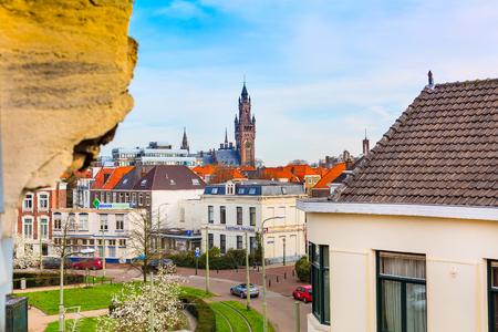 Den Haag, Nederland - April 9, 2016: Luchtmening van de toren en de huizen van het Vredespaleis in Den Haag, Nederland Redactioneel