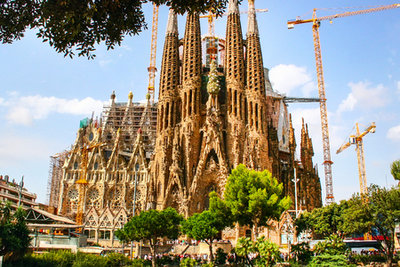 La cattedrale della Sagrada Familia progettata da Gaudì, che viene costruita dal 19 marzo 1882 e non è ancora finita Archivio Fotografico - 83129451