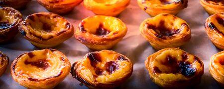 Rows of freshly cooked egg tart, traditional portuguese dessert, pastel de nata, custard tarts Banco de Imagens