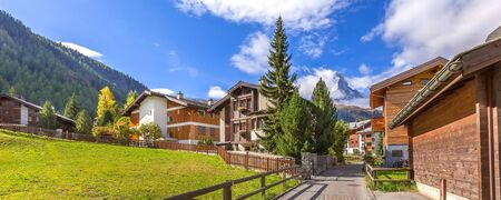 Zermatt, Switzerland alpine houses and Matterhorn snow mountain peak, Swiss Alps panoramic banner Standard-Bild