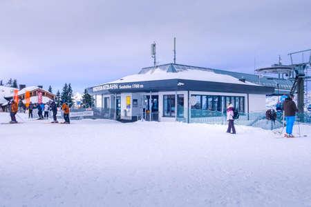 Saalbach, Austria - March 2, 2020: People going skiing from ski lift station bergstation asitzbahn leogang Редакционное