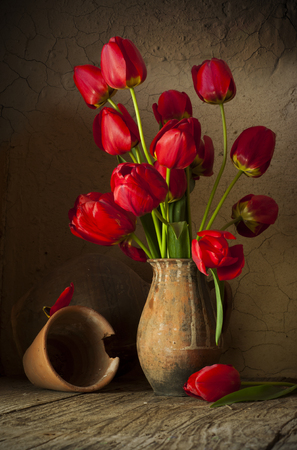 Still life with tulips bouquet on wooden table Standard-Bild