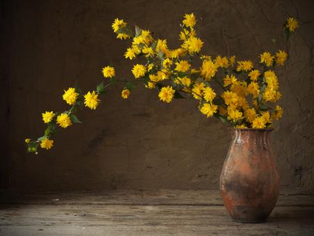 メギの花束のある静物