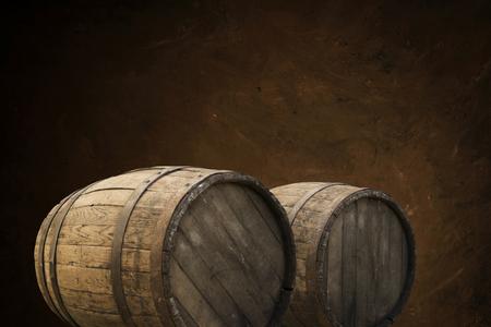 Fondo de barril y vieja mesa de madera desgastada