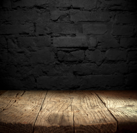Old wooden table with brick background Stockfoto - 123119585