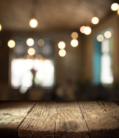 blurred background of bar and dark brown desk space of retro wood Stockfoto