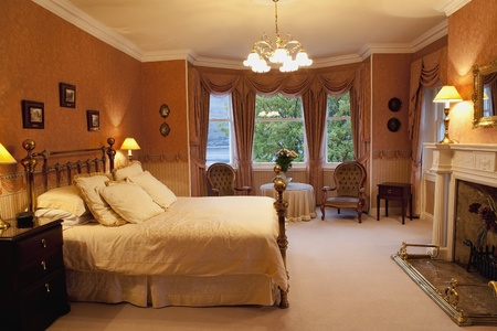 victorian style: Luxurious bedroom with a brass bed
