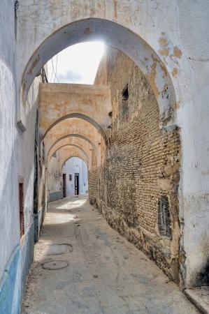 kairouan: Narrow street in Kairouan medina, Tunisia