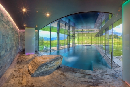 Luxurious swimming pool in the Kaufmann hotel