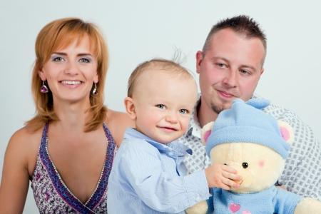 Happy family Junge und seine Eltern Standard-Bild - 18120238