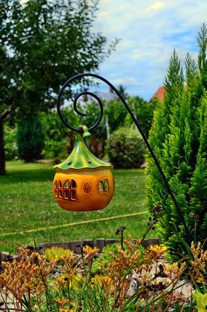庭でかぼちゃの家