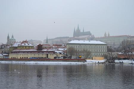 Valtava 川とプラハ城