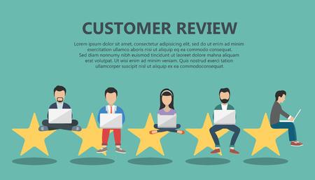 의견의 개념, 회원 평가 메시지 및 알림. 고객 서비스 일러스트 레이션에 평가. 5 명의 큰 스타가 앉아서 무릎 위를 훑어 보는 사람들입니다. 플랫 벡터