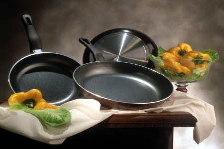 pots and pans: set of frying pans with pepper decoration