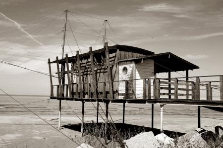 fishing hut: stilts