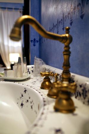 to sink: bathroom sink