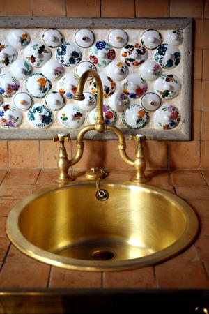 arredamento classico: lavandino del bagno