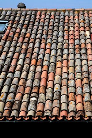 ceramica: tetto con tegole