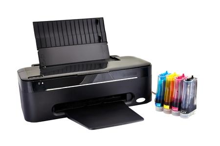 impresora: impresora y ciss sobre un fondo blanco Foto de archivo