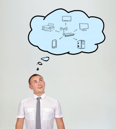rete di computer: uomo d'affari e di parola bolle con rete di computer